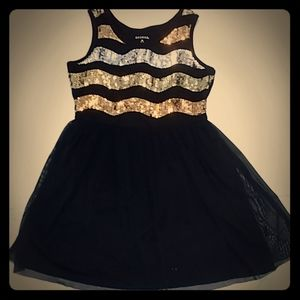 Sequenced dress black